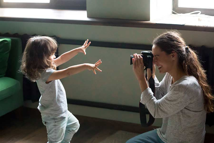 mother photographs daughter motivation